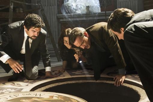 Olivetti, Vittoria, Langdon asomándose al agujero del demonio