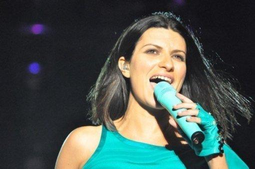 Laura Singing